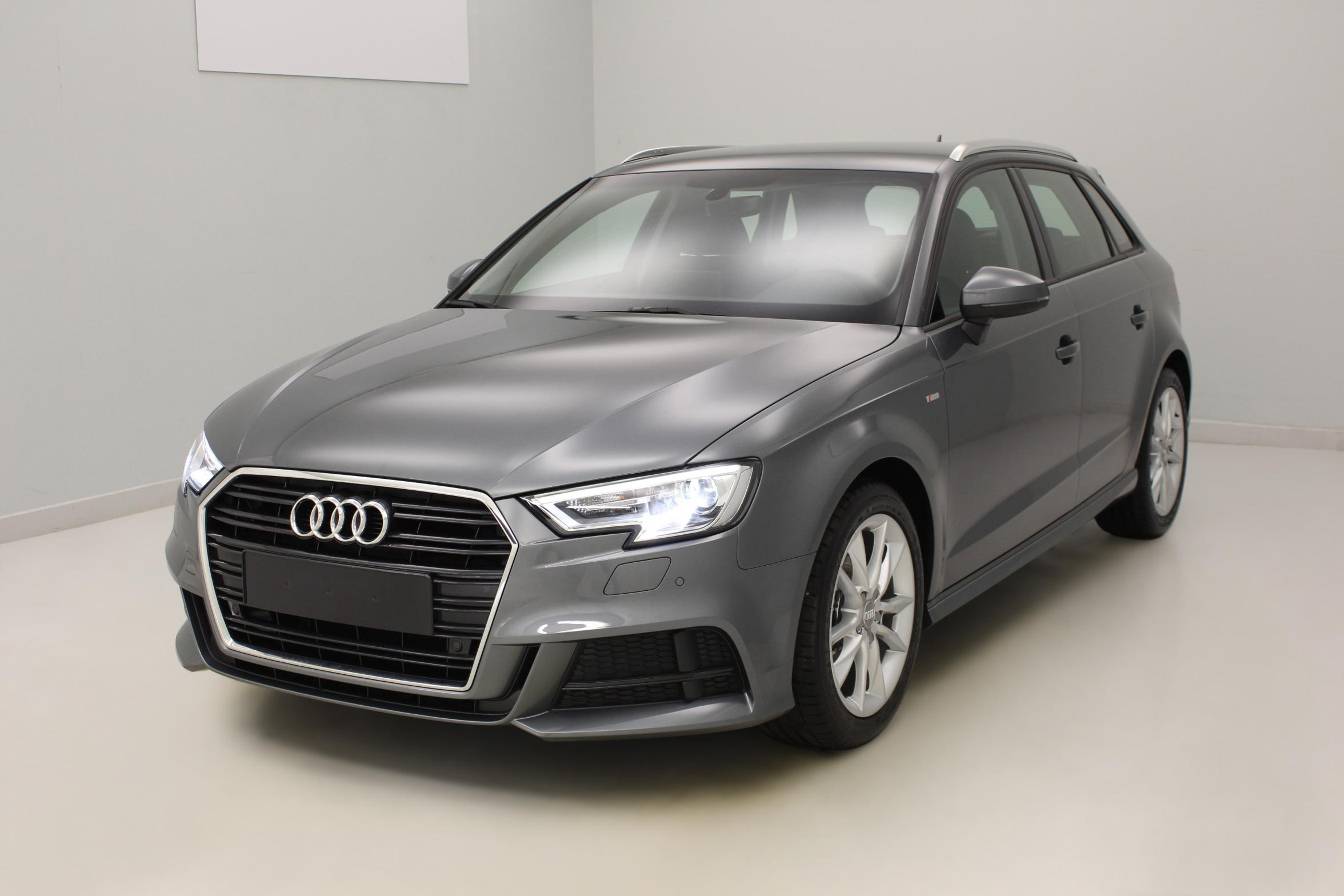 AUDI A3 Sportback Nouvelle 1.6 TDI 110 Gris Mousson  + Audi parking system plus + pack extérieur S Line avec options