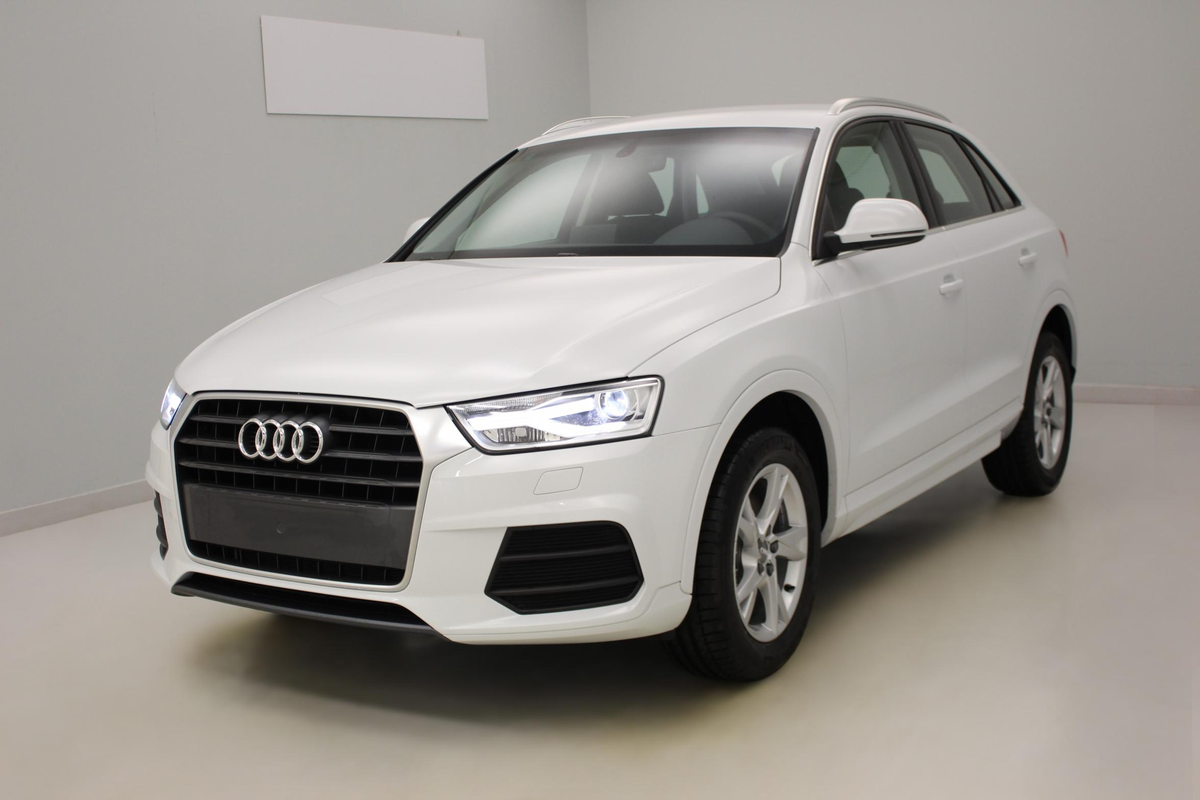 AUDI Q3 2.0 TDI Ultra 150 ch Ambiente Blanc Glacier + Pack navigation avec options