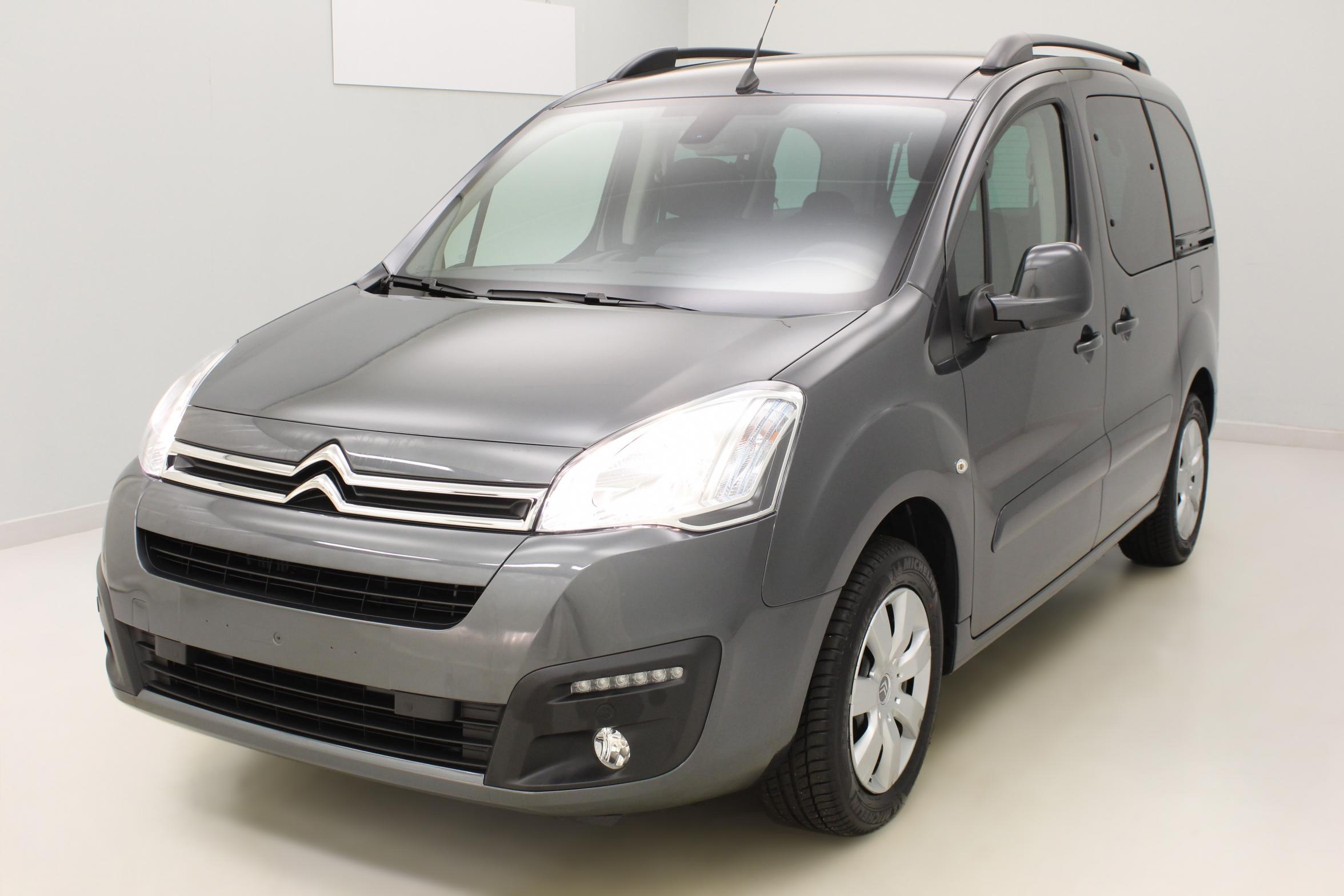 CITROEN Berlingo Multispace BlueHDi 120 S&S Shine Gris Shark + Caméra de recul + Garantie 3 ans ou 100 000 kms avec options