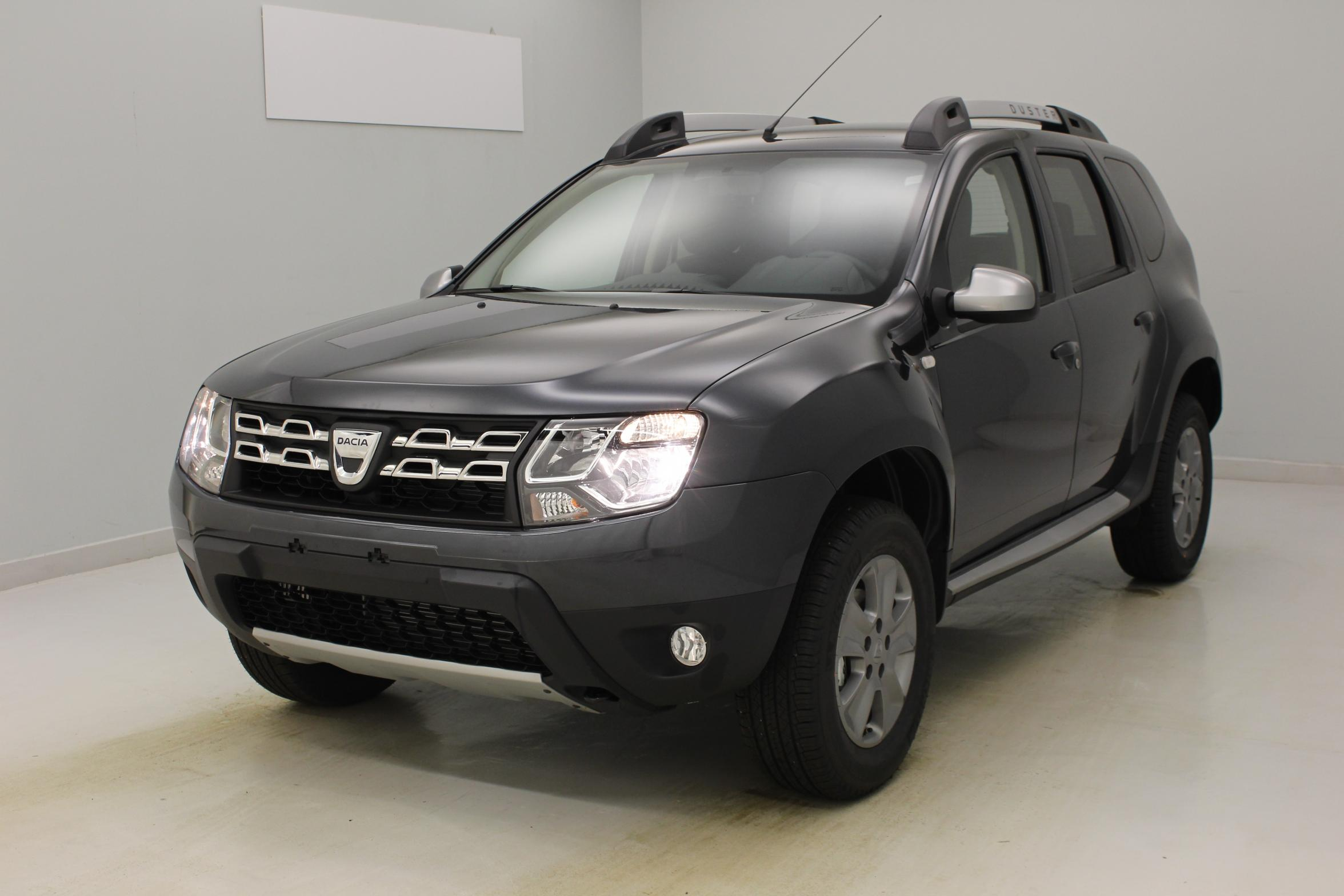 photos de dacia duster tce 125 4x2 prestige edition 2016 gris com te roue de secours avec. Black Bedroom Furniture Sets. Home Design Ideas