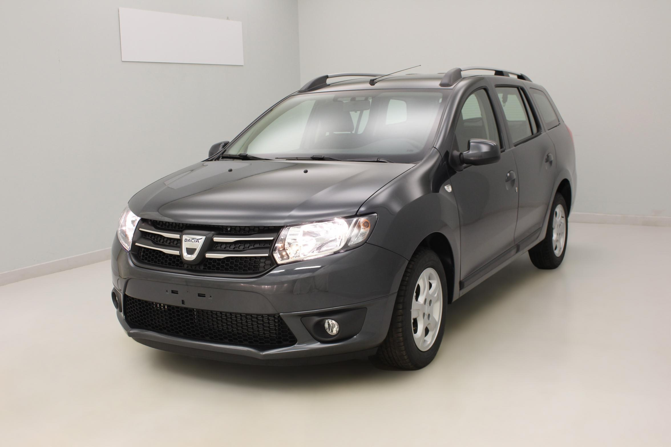 DACIA Logan MCV dCi 90 E6 Lauréate Gris Comète + Media Nav évolution avec options