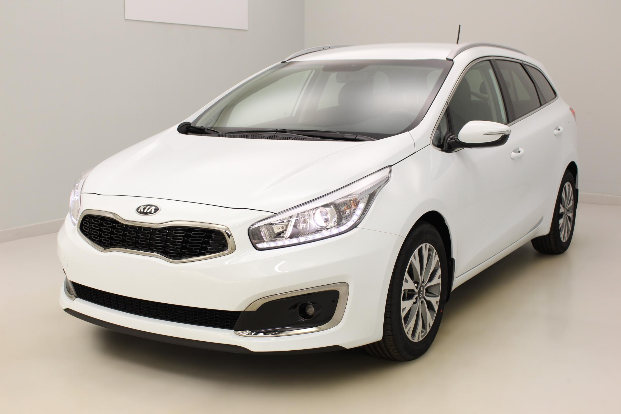 KIA Ceed SW 1.0 T-GDI 120 ch Active Blanc avec options