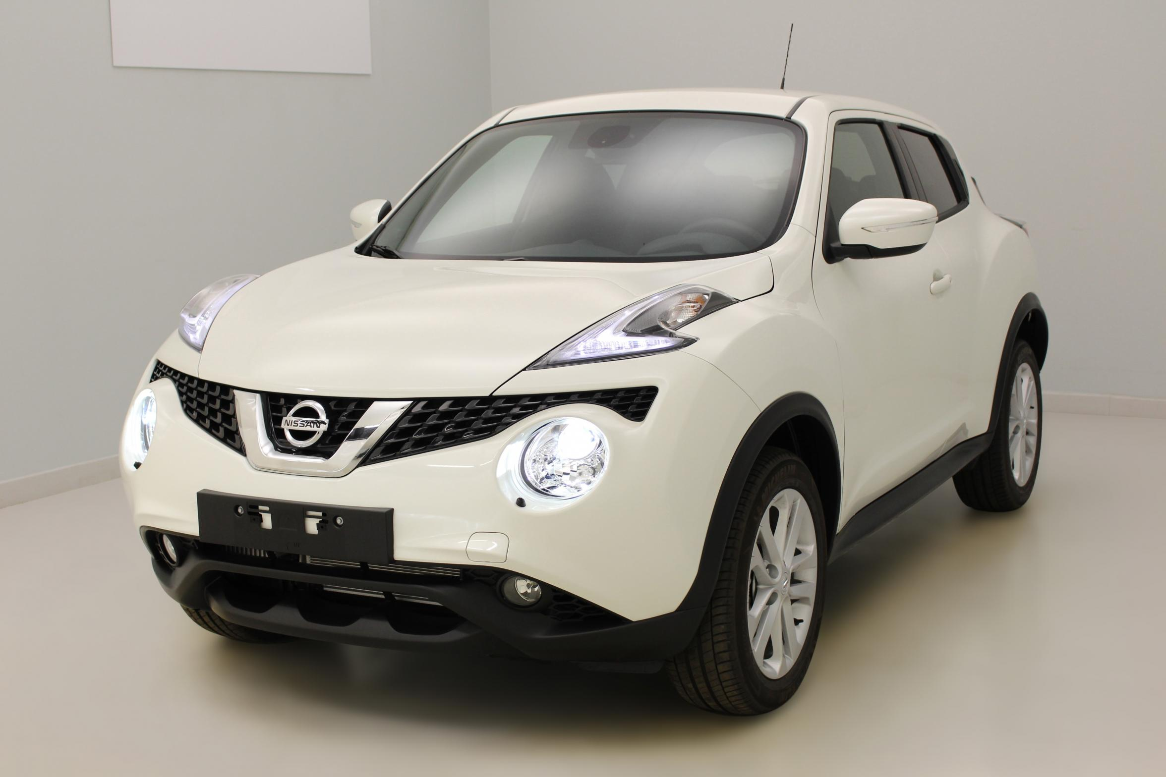 nissan juke 1 5 dci 110 fap start stop system n connecta blanc lunaire phares au x non avec. Black Bedroom Furniture Sets. Home Design Ideas