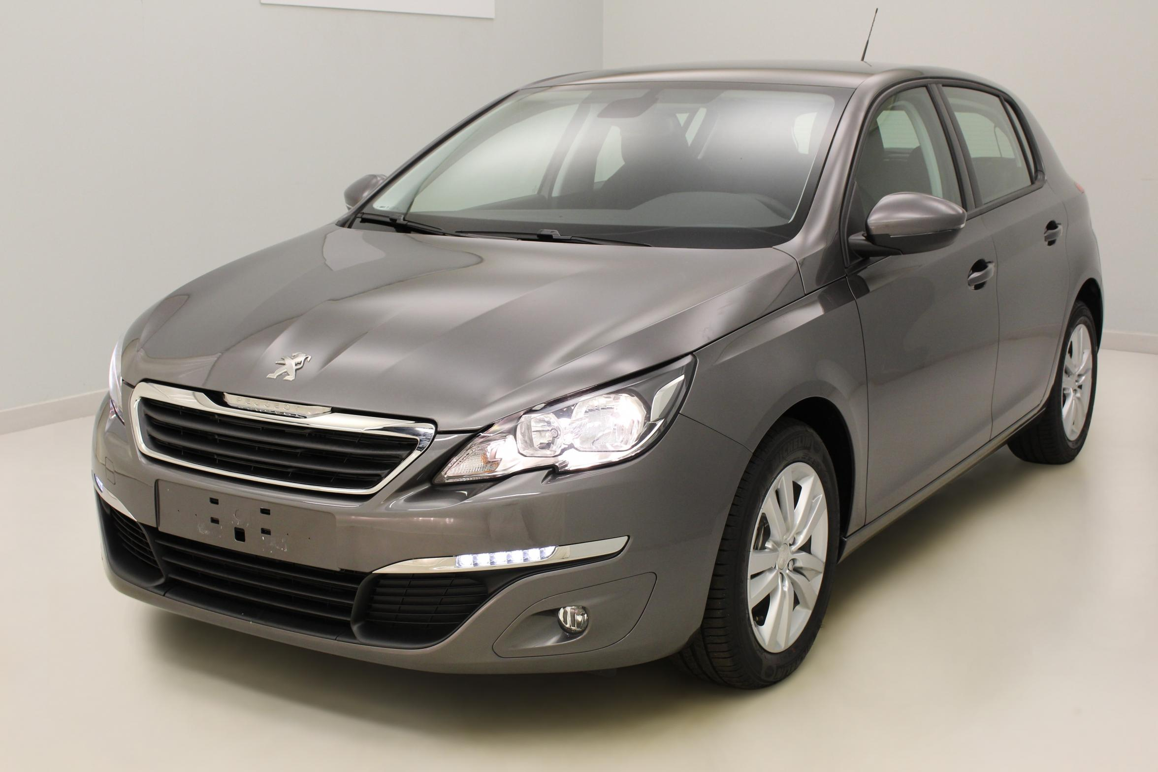 PEUGEOT 308 1.6 BlueHDi 120ch S&S BVM6 Active Gris Platinium + Navigation avec options