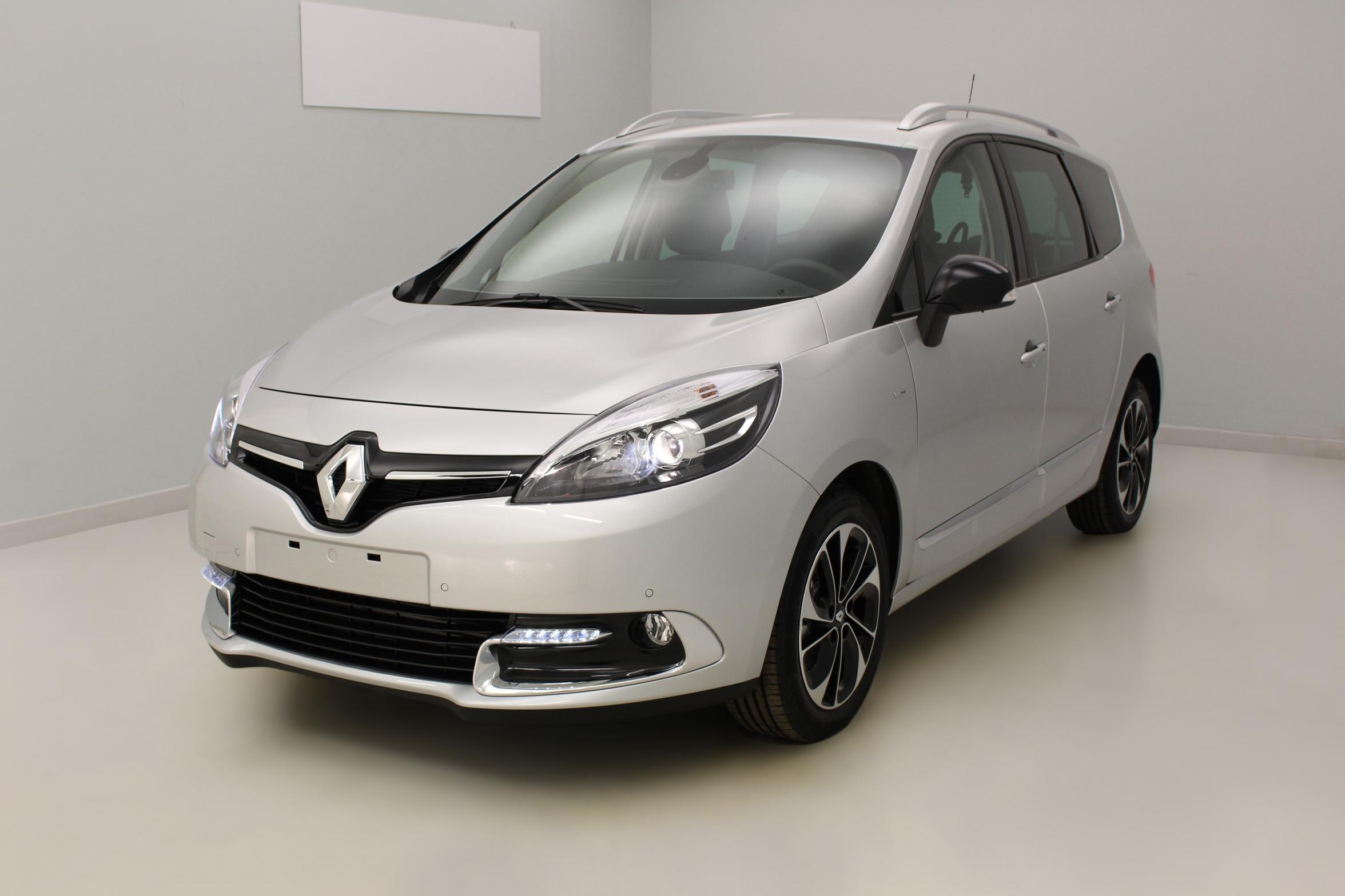 RENAULT Grand Scénic dCi 130 Energy Bose Edition 7 pl Gris Platine + Visio System avec options