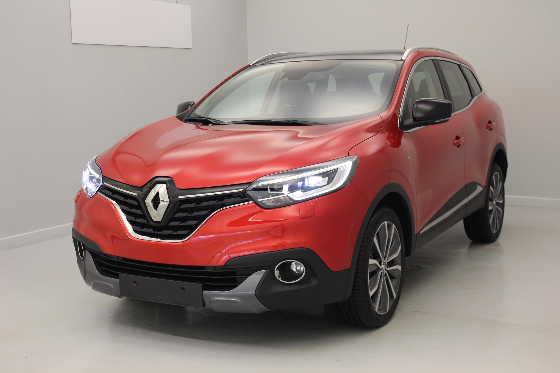 renault kadjar dci 130 energy 4wd intens rouge flamme bose sound system toit en verre fixe. Black Bedroom Furniture Sets. Home Design Ideas