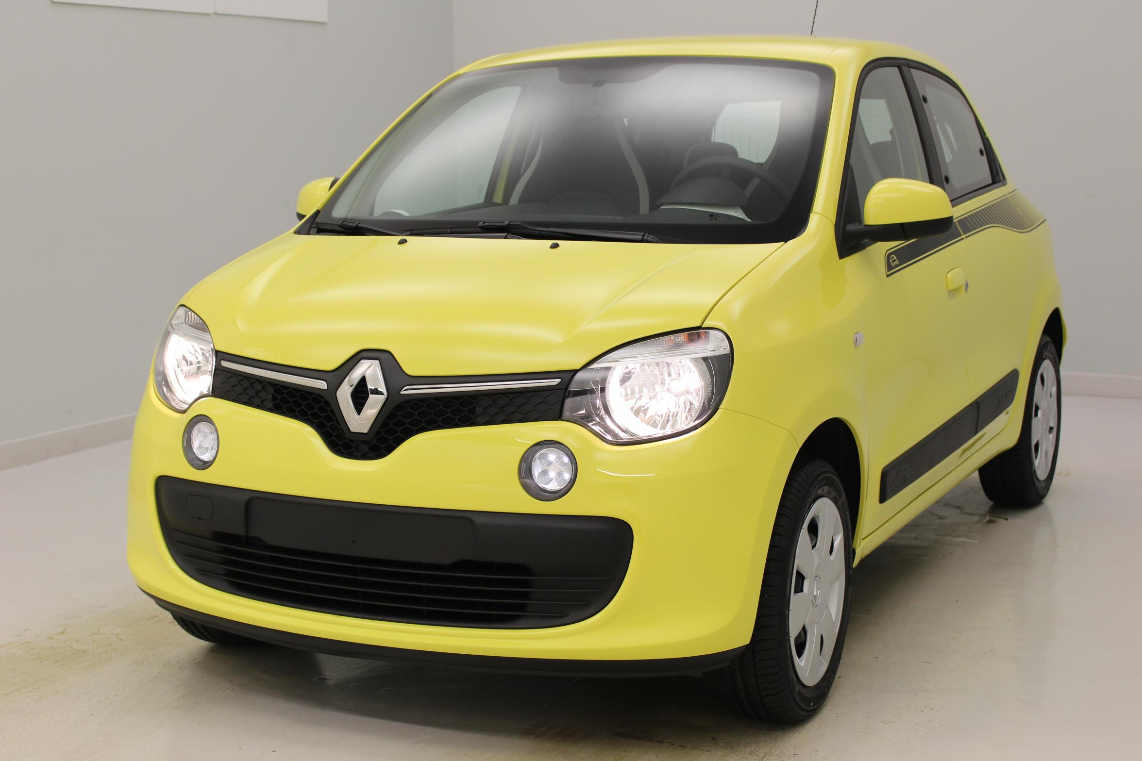 renault twingo nouvelle 1 0 sce 70 eco2 stop start jaune eclair avec options zen essence 45360816. Black Bedroom Furniture Sets. Home Design Ideas