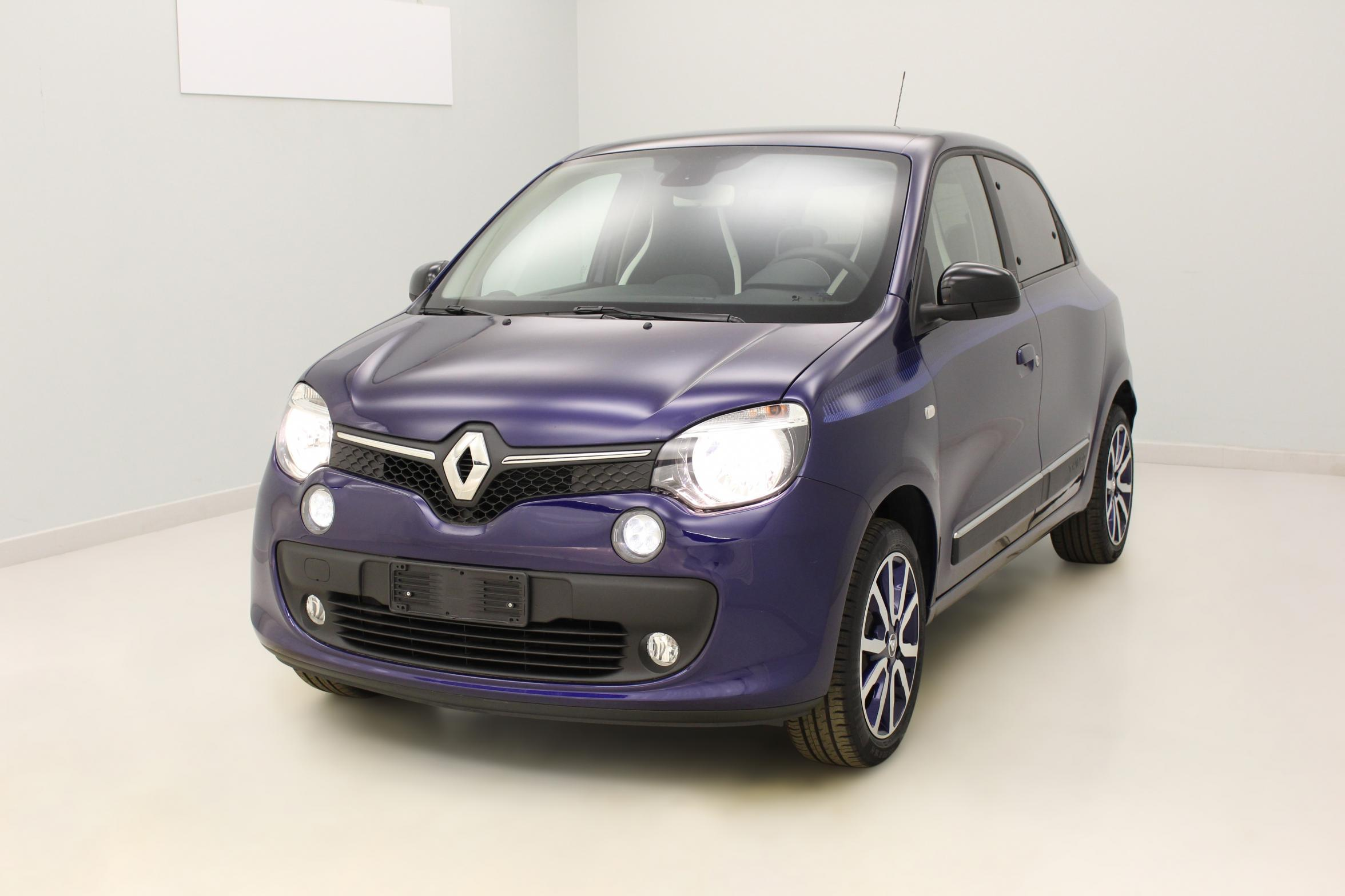 renault twingo 1 0 sce 70 eco2 stop start intens ultra violet v hicule d 39 occasion avec 160. Black Bedroom Furniture Sets. Home Design Ideas