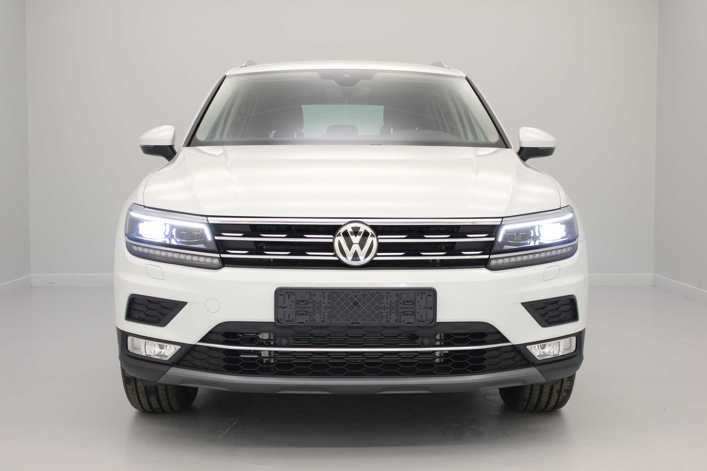 photos de volkswagen nouveau tiguan 2 0 tdi 150 bmt dsg7 4motion confortline blanc pur jantes. Black Bedroom Furniture Sets. Home Design Ideas