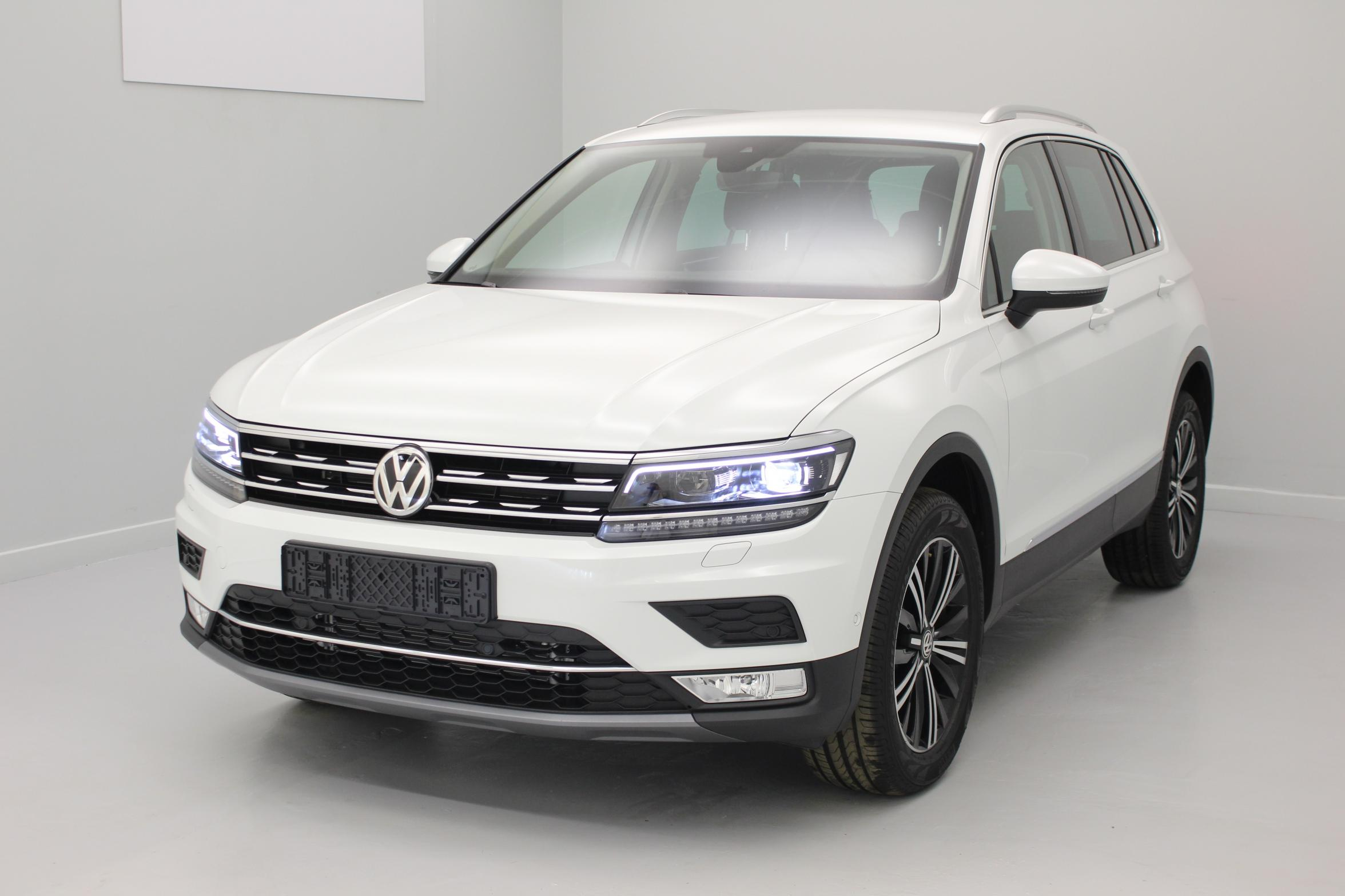 volkswagen nouveau tiguan 2 0 tdi 150 bmt dsg7 4motion confortline blanc pur jantes alliage 18. Black Bedroom Furniture Sets. Home Design Ideas
