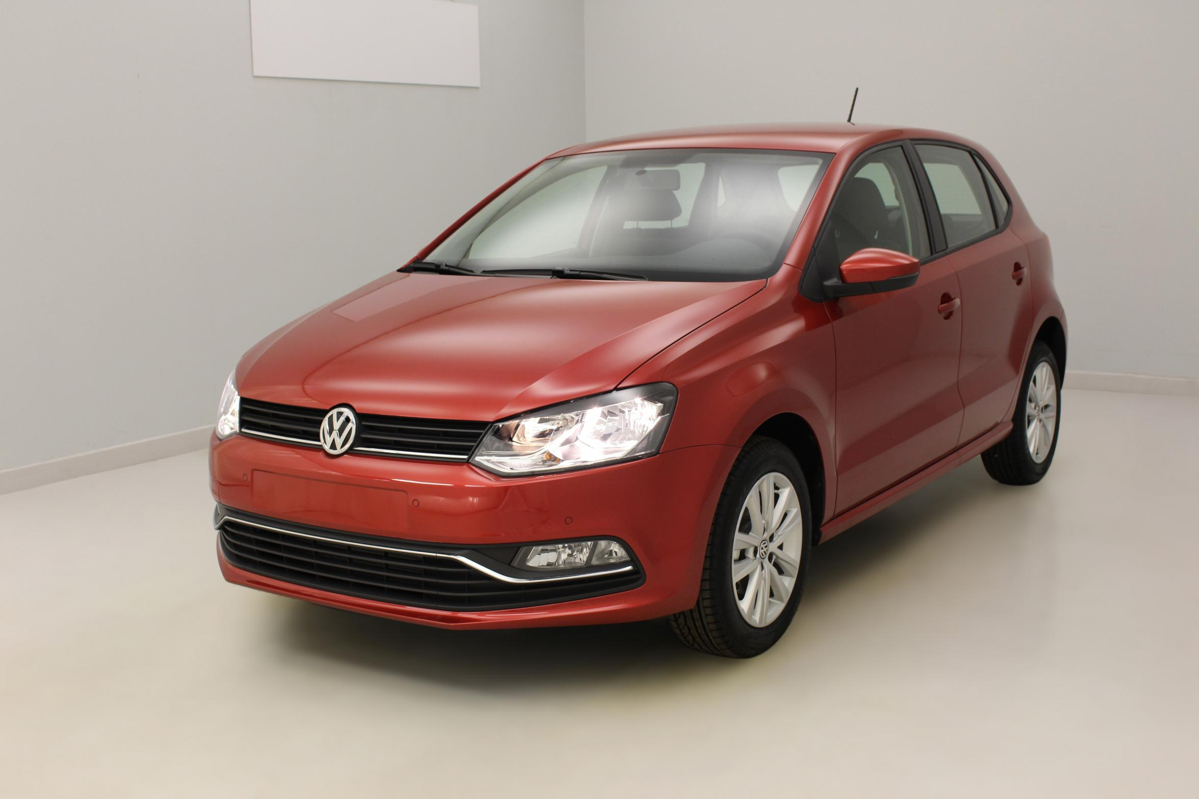 VOLKSWAGEN Nouvelle Polo 1.2 TSI 90 BlueMotion Technology Confortline Rouge Sunset - Garantie 5 ans ou 100.000 kms avec options