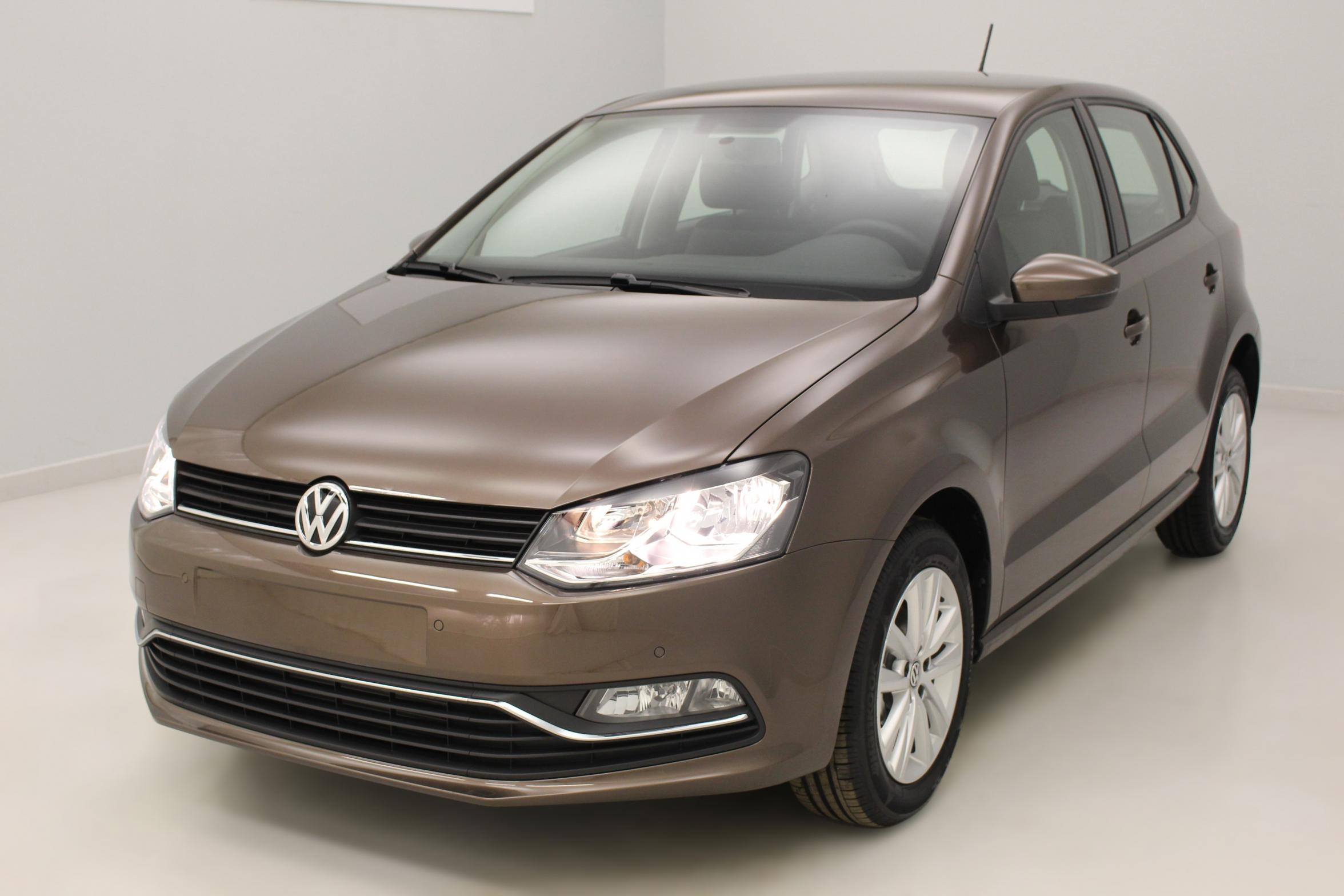 VOLKSWAGEN Nouvelle Polo 1.4 TDI 90 BlueMotion Technology Confortline Brun Graciosa - Garantie 5 ans ou 100.000 kms avec options