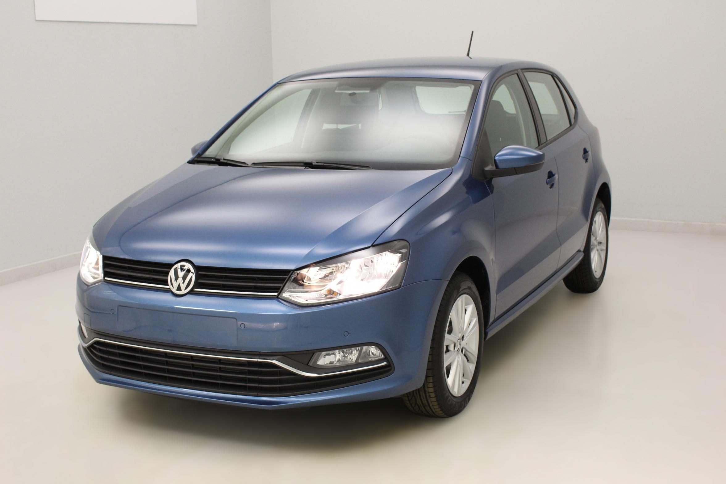 VOLKSWAGEN Nouvelle Polo 1.4 TDI 90 BlueMotion Technology Confortline Bleu Silk - Garantie 5 ans ou 100.000 kms avec options