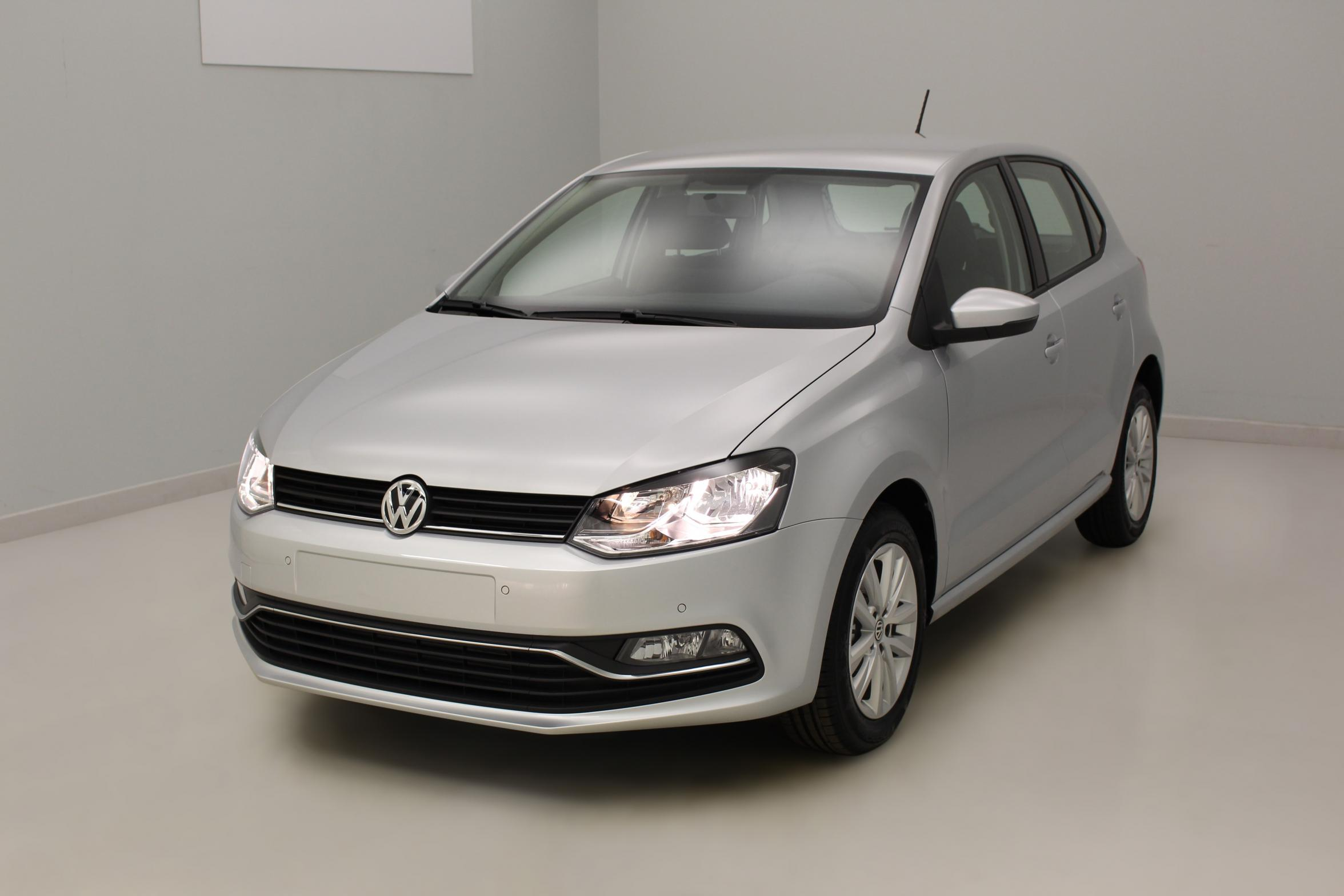 VOLKSWAGEN Nouvelle Polo 1.4 TDI 90 BlueMotion Technology Confortline Reflet d'Argent - Garantie 5 ans ou 100.000 kms avec options