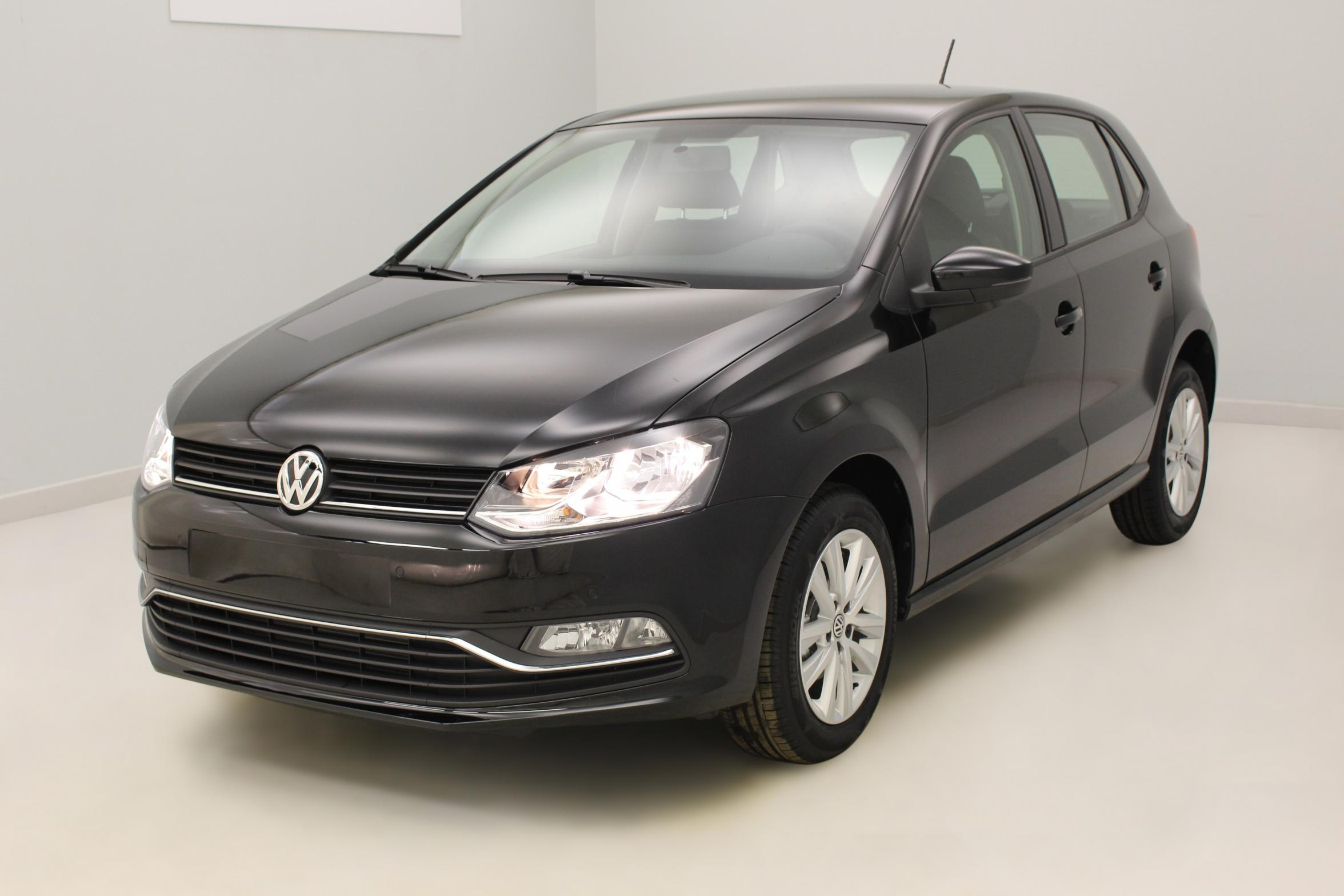 VOLKSWAGEN Nouvelle Polo 1.4 TDI 90 BlueMotion Technology Confortline Noir Uni - Garantie 5 ans ou 100.000 kms avec options