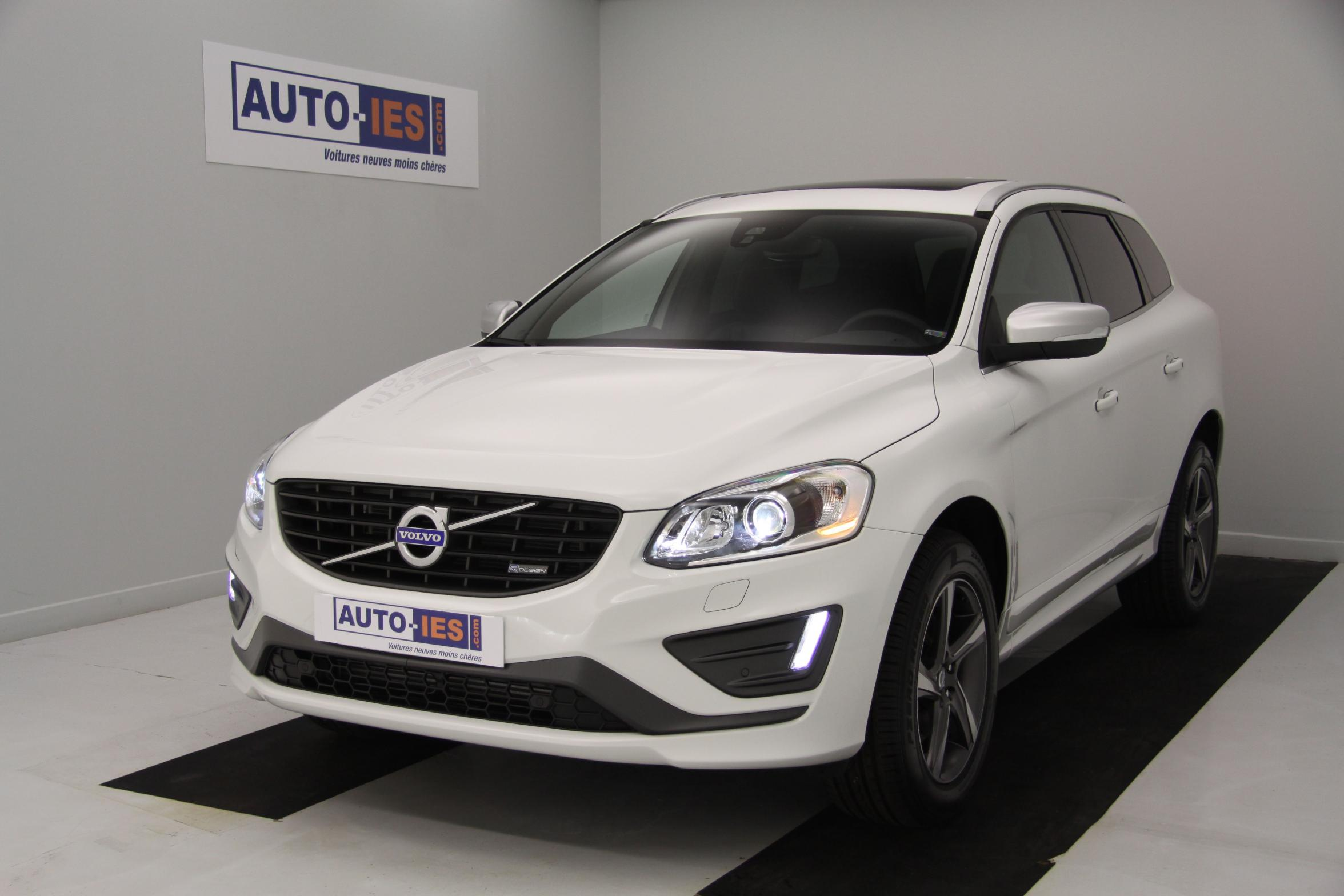 volvo xc60 d5 awd 215 ch r design geartronic a blanc glace v hicule de direction avec 5500 kms. Black Bedroom Furniture Sets. Home Design Ideas