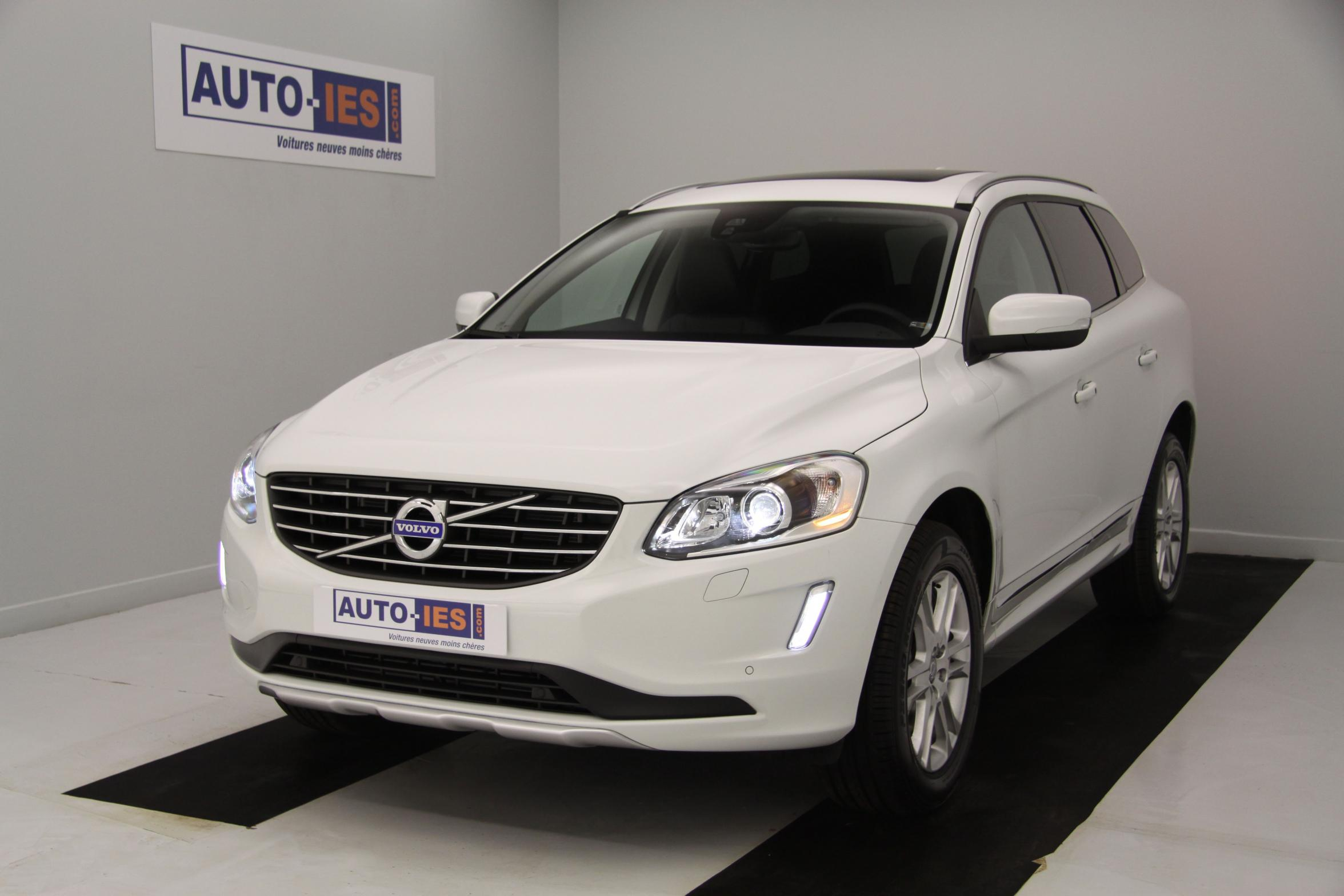 photos de volvo xc60 d5 awd 215 ch summum geartronic a blanc glace avec options 46 416 soit 20. Black Bedroom Furniture Sets. Home Design Ideas